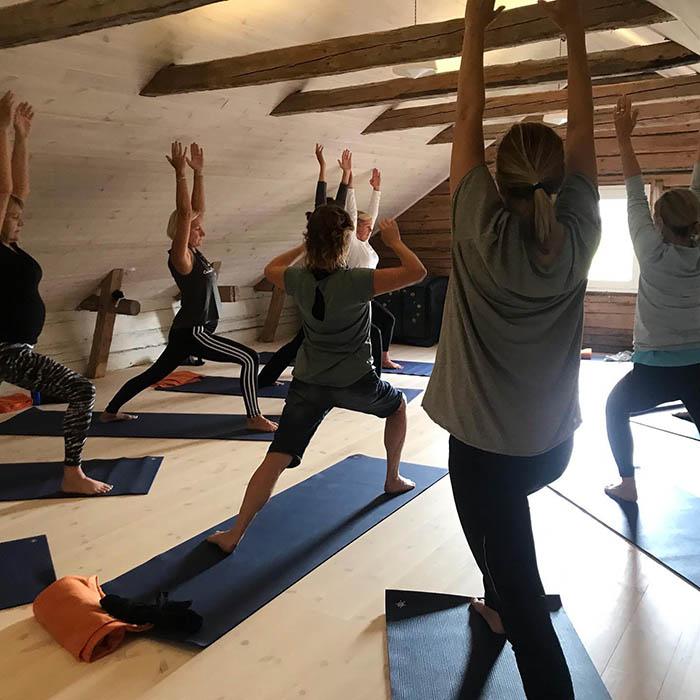 yoga på loftet