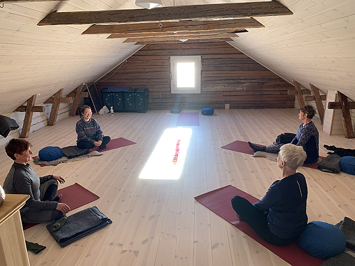 Yoga på loftet